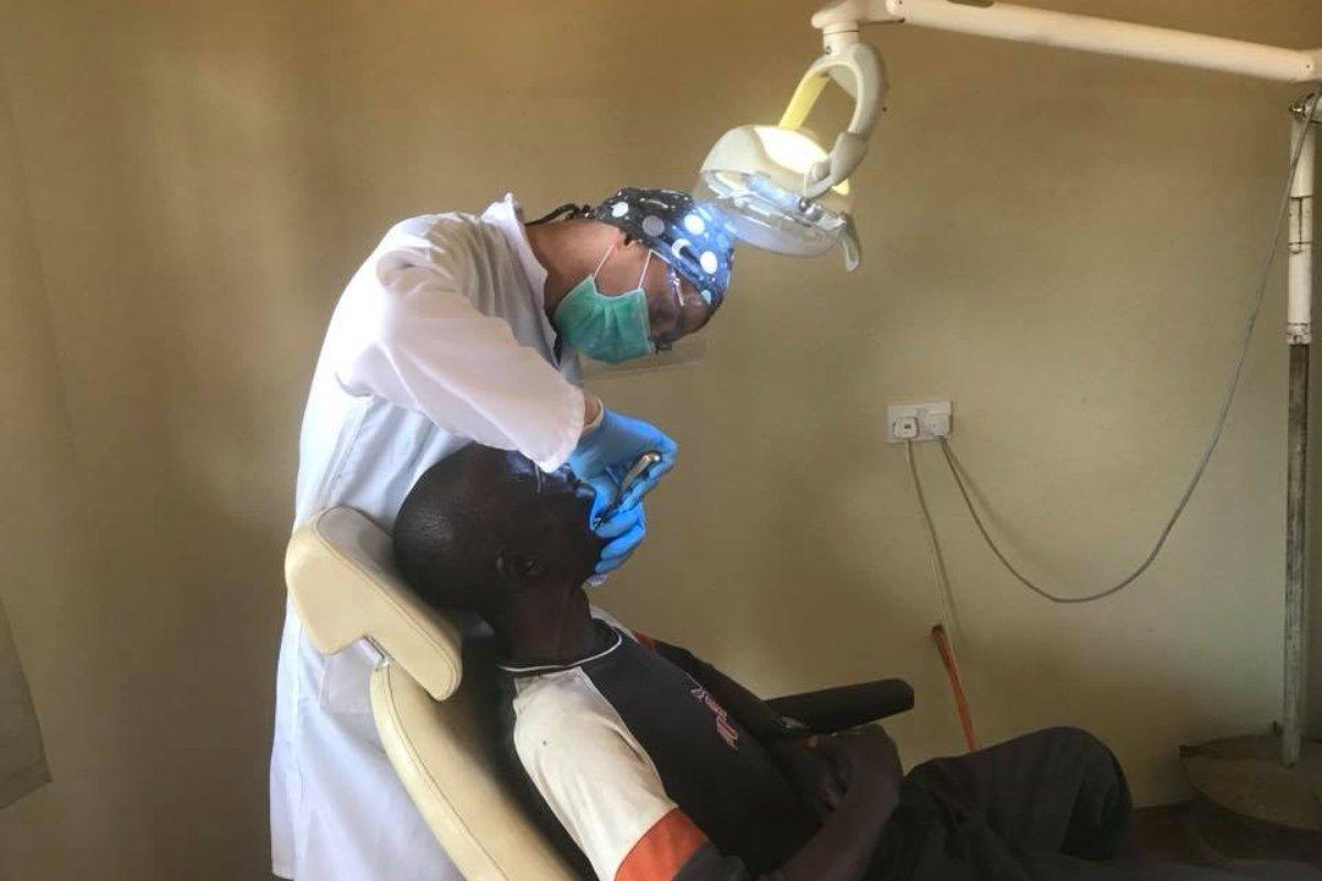 Fot. Redemptoris Missio Dentysta wZambii.jpg